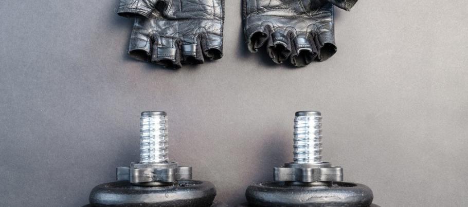 Stinkende fitness handschoenen, zo maak je ze schoon